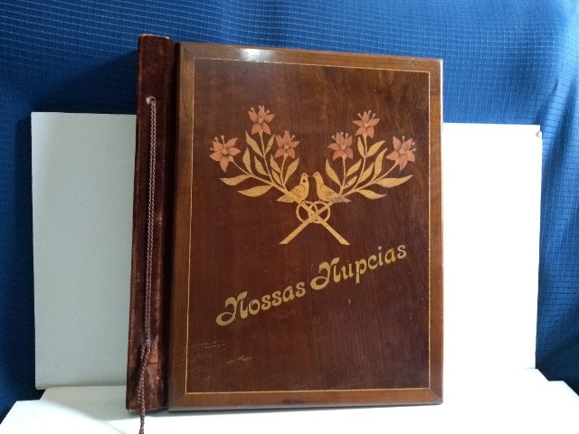 Álbum de Casamento Antigo de Madeira