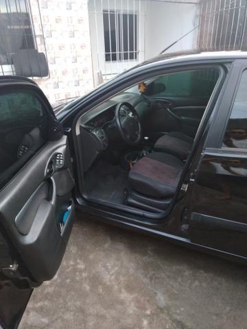 Focus sedan 1.6 glx zetec - Foto 2