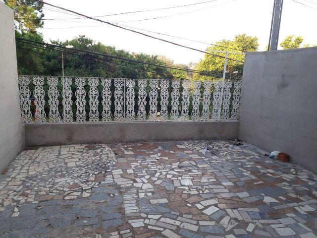 Casa 3 cômodos Jd Tarumã. Incluso água, luz, IPTU e garagem pra 2 carros pequenos.