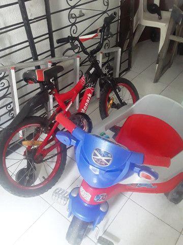 Carrinho de bebê e bicicleta pouco usados - Foto 3