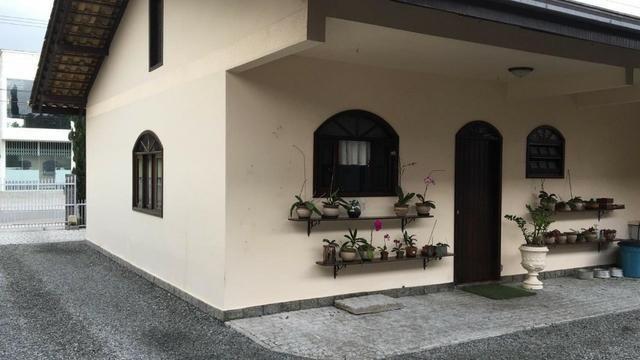 Linda casa no bairro iririú | 01 suíte + 02 dormitórios | averbada - Foto 2