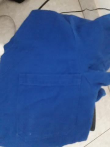 Vendo jaleco novo bordado,roupa azul do centro cirúrgico e duas louças personalizadas - Foto 2