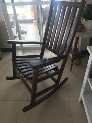Cadeira de balanço de madeira usada - Foto 3