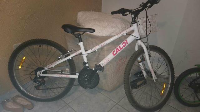 Bicicleta caloi bem novinha