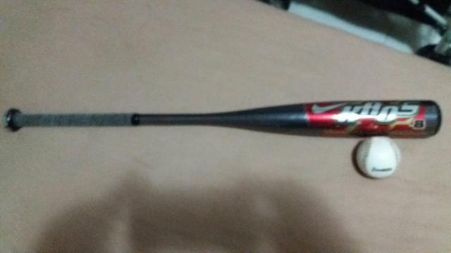 1a7537120 Taco de baseball com a bolinha original comprei no estádio em Nova York