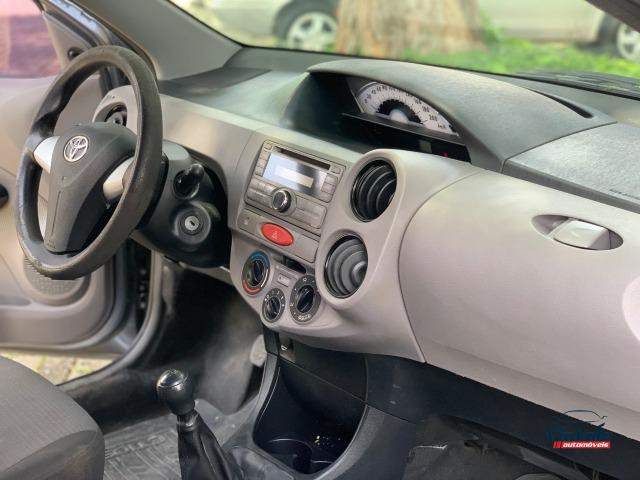 Toyota Etios 2013 1.3 HB XS 16V Flex 4P/ Ar Condicionado/ Completo - Foto 2
