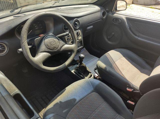 GM  Celta 1.0 VHC (  ano 2003 ).apenas  112.000 km  com  Direção Hidráulica e alarme   - Foto 8