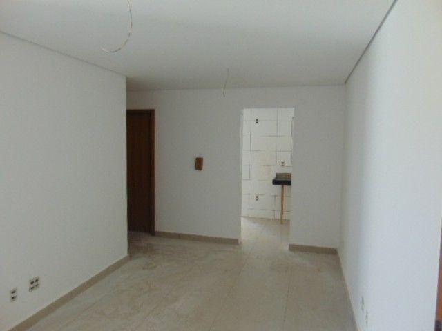 Lindo apto com excelente área privativa de 2 quartos em ótima localização B. Sta Branca. - Foto 2