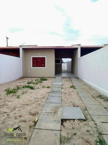 Casa maravilhosa com garagem para 3 carros, amplo espaço e 2 quartos!!!