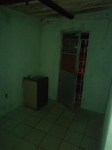 Vendo ou troco por casa em outro bairro - Foto 6