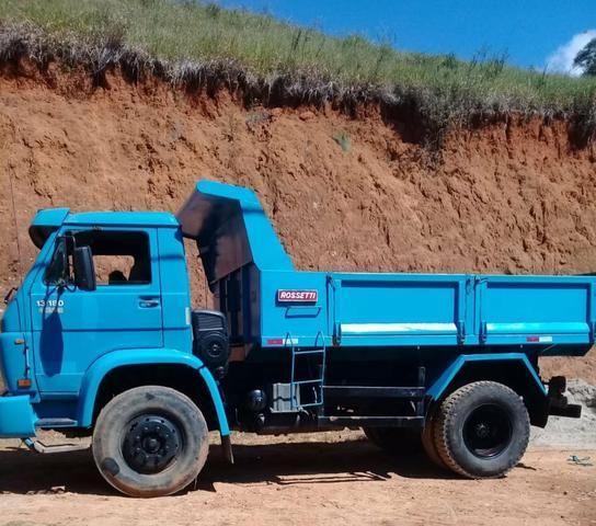 Caminhão VW 13180 basculante