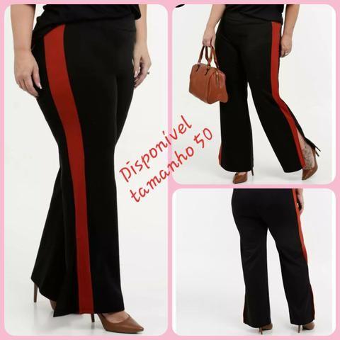 Calça Plus size preta com detalhe vermelho