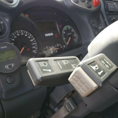 Caminhão Iveco Cursor 330 2011 4x2 (toco) - Foto 10