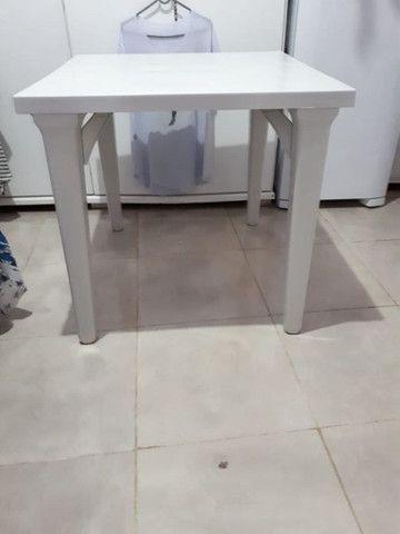 Vendo mesa com 2 cadeira - Foto 2