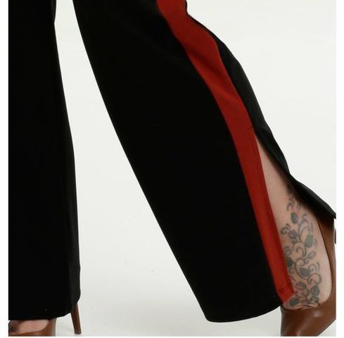 Calça Plus size preta com detalhe vermelho - Foto 4