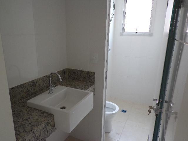 Apartamento com aproximadamente 72,80 m² com sala para 2 ambientes, 03 quartos sendo 01 su - Foto 7