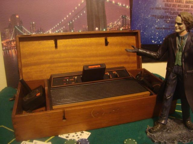 Atari frente madeira na caixa de madeira 2 controles
