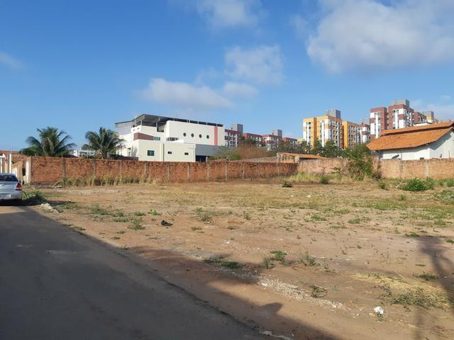 Excelente Lote de Esquina no Calhau - Foto 3