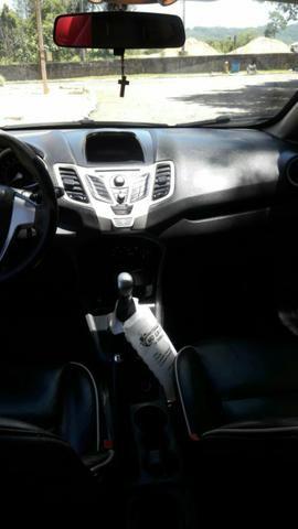 Vende-se New Fiesta sedan 2011 - Foto 2