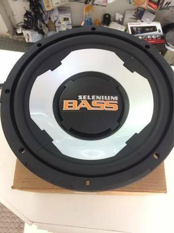 Grave de 12 selenium bass