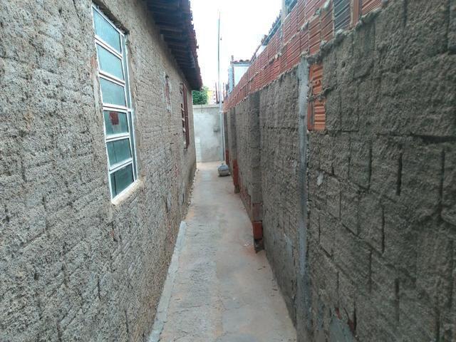 Vendo casa em rua asfaltada com excelente vizinhança
