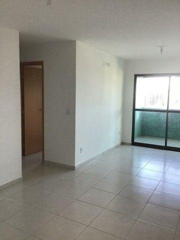 Alugo 2 quartos, suítes, varanda gourmet, armários, 2 vagas - Foto 2