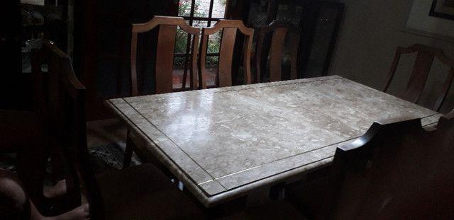 Mesa de mármore  com 8 cadeiras