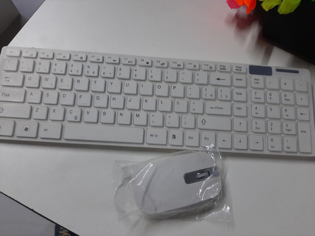 Teclado Wireless com mouse - Foto 4