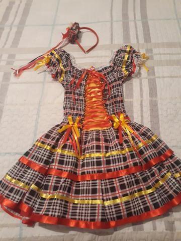 Vestido caipira com tiara