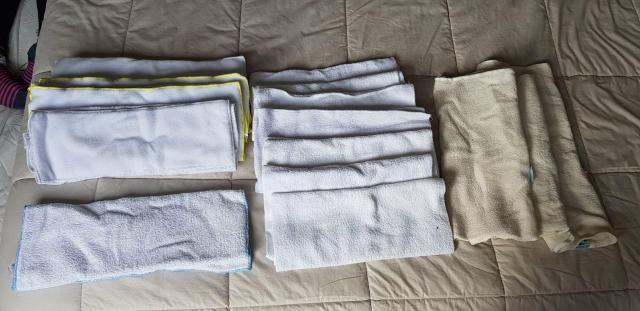 Kit com 18 fraldas e 15 absorventes - Foto 3