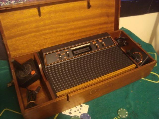 Atari frente madeira na caixa de madeira 2 controles - Foto 2