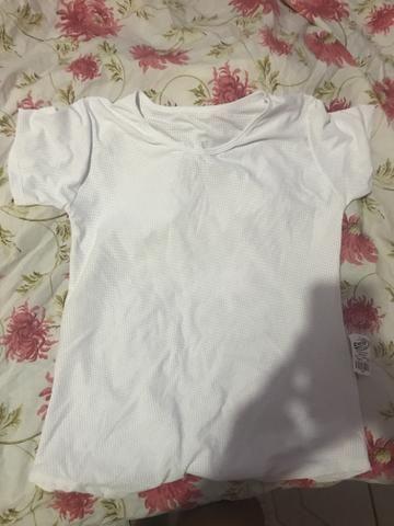 Vendo duas blusas de academia - Foto 4