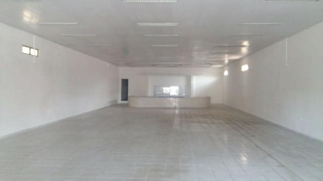 Loja na Avenida do São Francisco com cerca de 2000 m², em frente a Gracom
