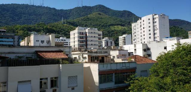 Edifício Elizabeth | Cobertura Linear na Tijuca de 4 quartos com suíte | Real Imóveis RJ