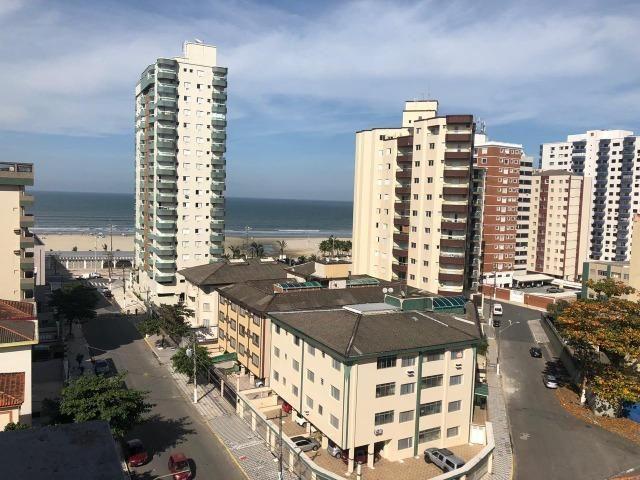 Amplo apartamento a 150m do mar