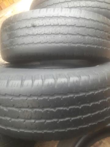 4 pneus 235/75-15 Michelin meia vida - Foto 3