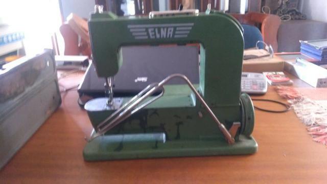Máquina De Costura Elétrica Antiga, Com Maleta De Metal - Foto 4