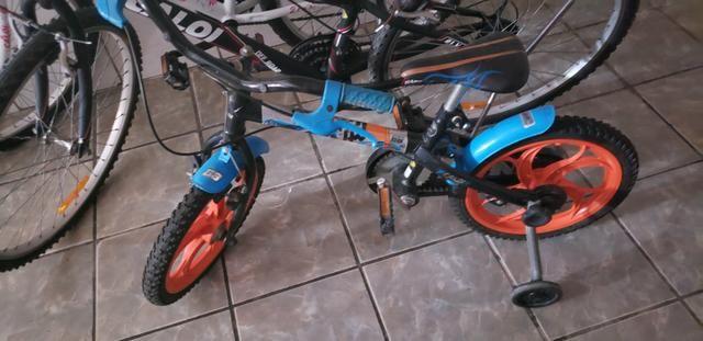 Bicicleta infantil hot whels aro 12