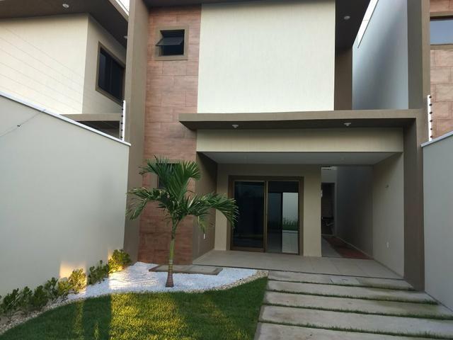 Maravilhosa casa duplex, rua larga e familiar, com uma PRACINHA na frente - Foto 9