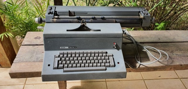 Máquina de escrever Olivetti Tekne 3 - Foto 2