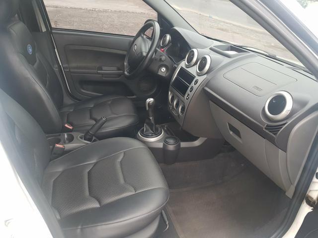 Ford Fiesta 1.6 completo com gnv - Foto 6
