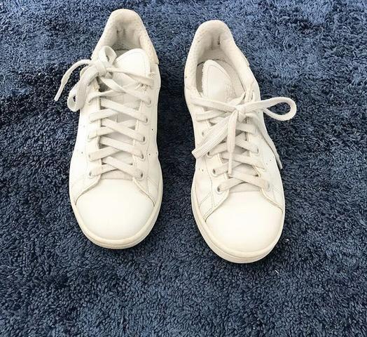 Tênis adidas branco original.