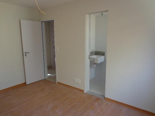 Apartamento com aproximadamente 72,80 m² com sala para 2 ambientes, 03 quartos sendo 01 su - Foto 4
