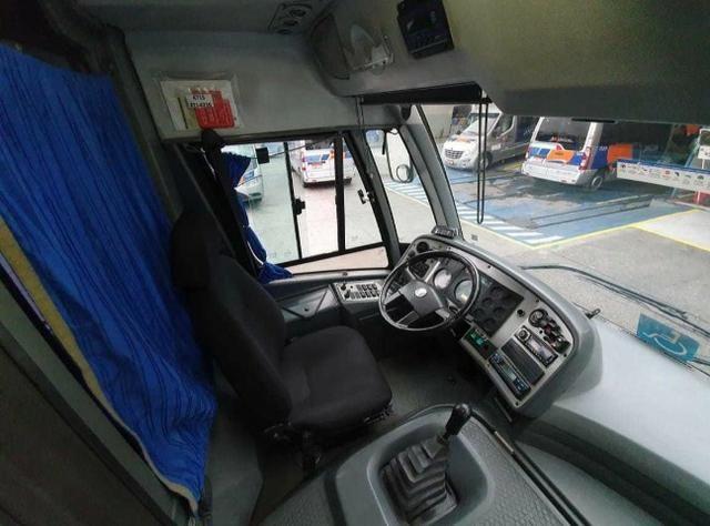 Vendo micro ônibus - pego 10 mil na mão pra vender logo - Foto 2