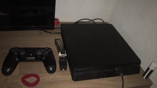 Vendo PlayStation 4 estado de zero 1500 pra botar preço
