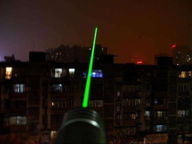Super Caneta Laser Pointer Verde Longo Alcanse 18 Km - Foto 5