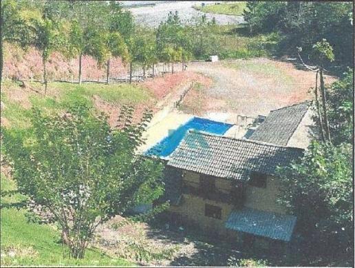 Linda Casa com Piscina da Caixa pertinho da Represa em Igaratá
