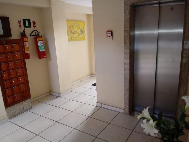 Excelente 3qtos (1 suite) em frente Center Shopping - Foto 16
