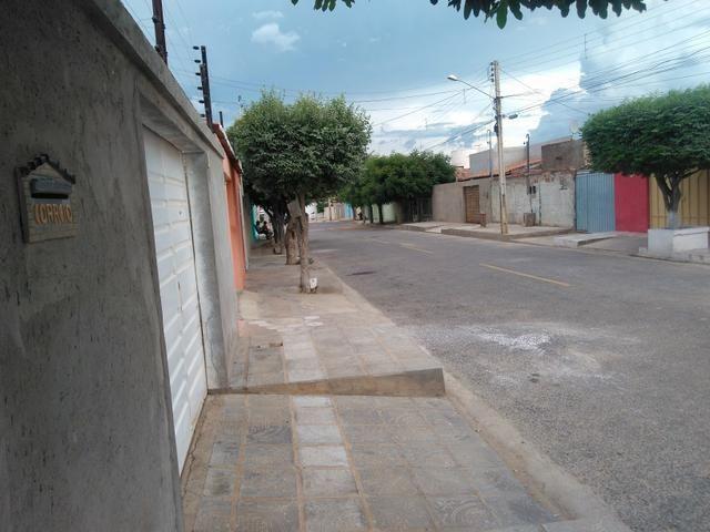 Vendo casa em rua asfaltada com excelente vizinhança - Foto 4