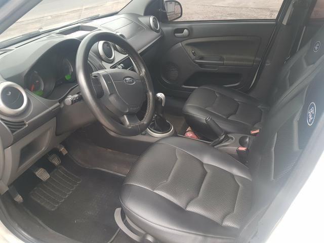 Ford Fiesta 1.6 completo com gnv - Foto 5